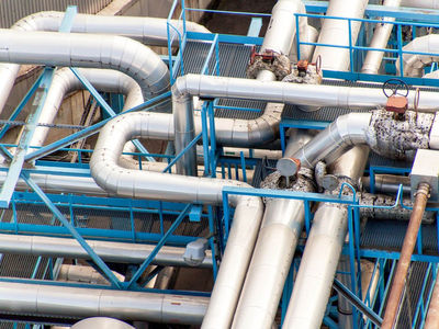 India's Petronet explores buying LNG under 10-year contract