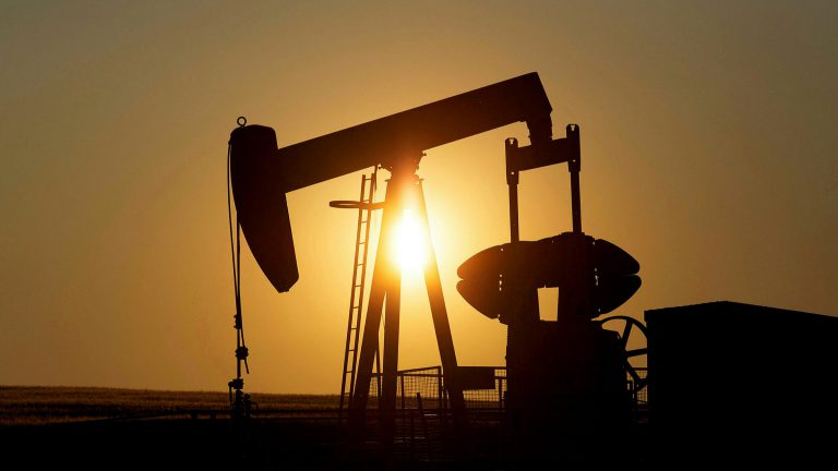 Oil prices fall further on virus fears, U.S. crude stock build